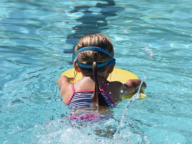 Swimming: Using a kickboard in professional swimming, yes or no?
